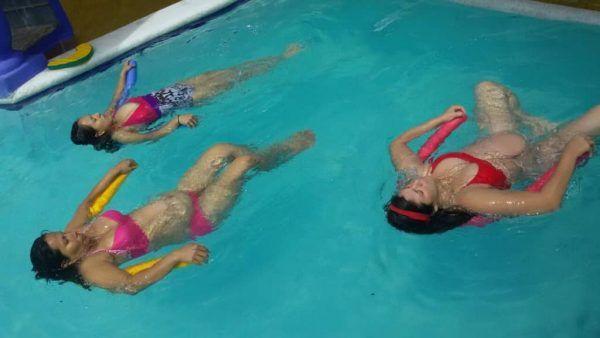 Gimnasia para embarazadas actividad f sica for Ejercicios espalda piscina