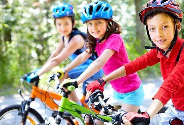 Cómo Enseñar a los Niños a Andar en Bicicleta