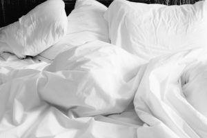 ALMOHADAS para dormir: ¿es conveniente usarlas?